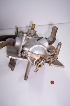 Bomba manual de combustible (vista inferior y filtro)