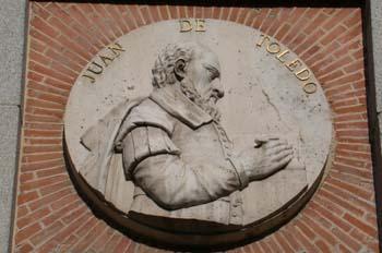 Medallón del arquitecto Juan Bautista de Toledo