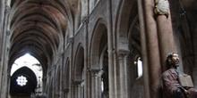 Parteluz y nave central de la Catedral de Orense, Galicia