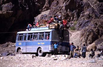 Autobús regular ?super coach?, Ladakh, India