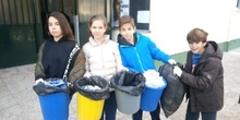 Litter Less Campaign_Masa de las papeleras de clase   1