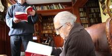 """Gustavo Bueno leyendo la """"Guía didáctica de la Shoá"""""""