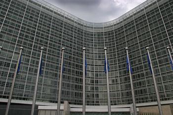 Vista frontal de edificios de la Unión Europea, Bruselas, Bélgic