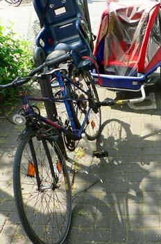 Bicicleta con carrito de niño deportivo, Alemania