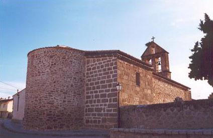 Vista posterior de la iglesia de San Bartolomé de Navalafuente