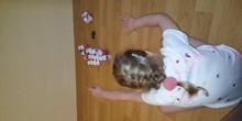 Eliza juega a los bolos