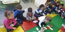Las abejas de Infantil 5c aprenden a sumar jugando  3