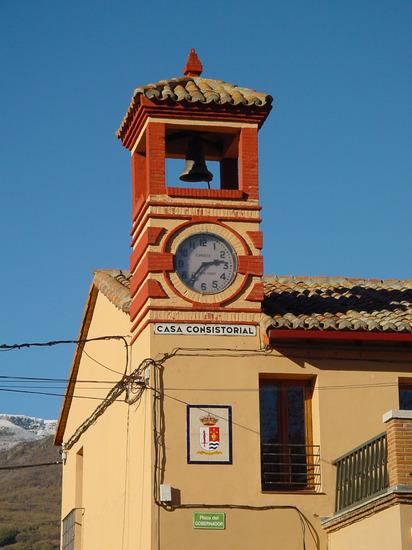 Torre del Reloj y ayuntamiento en Pinilla del Valle
