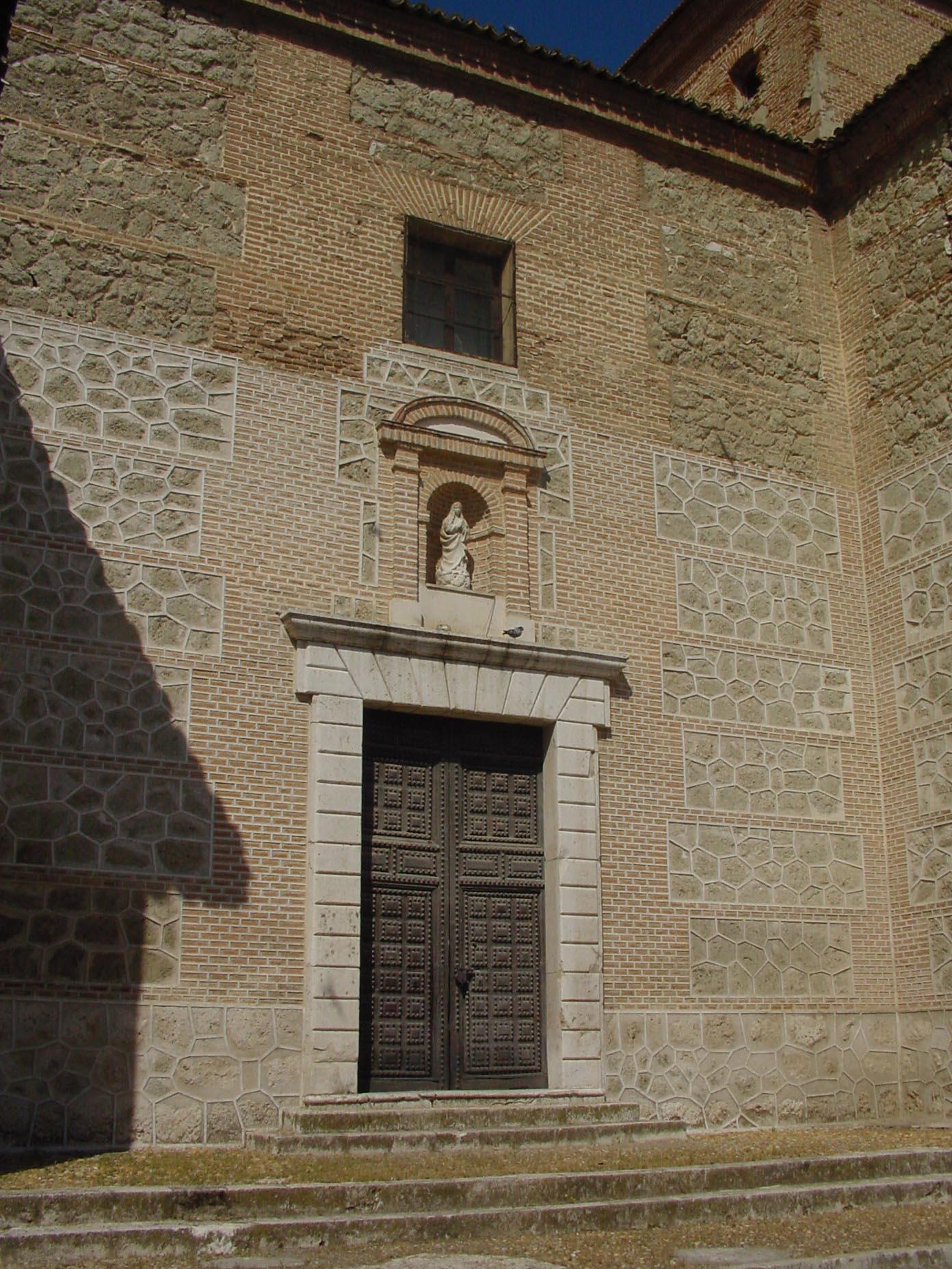 Detalle puerta de iglesia en Ciempozuelos