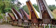 Paseo central de pueblo Toraja, Sulawesi, Indonesia