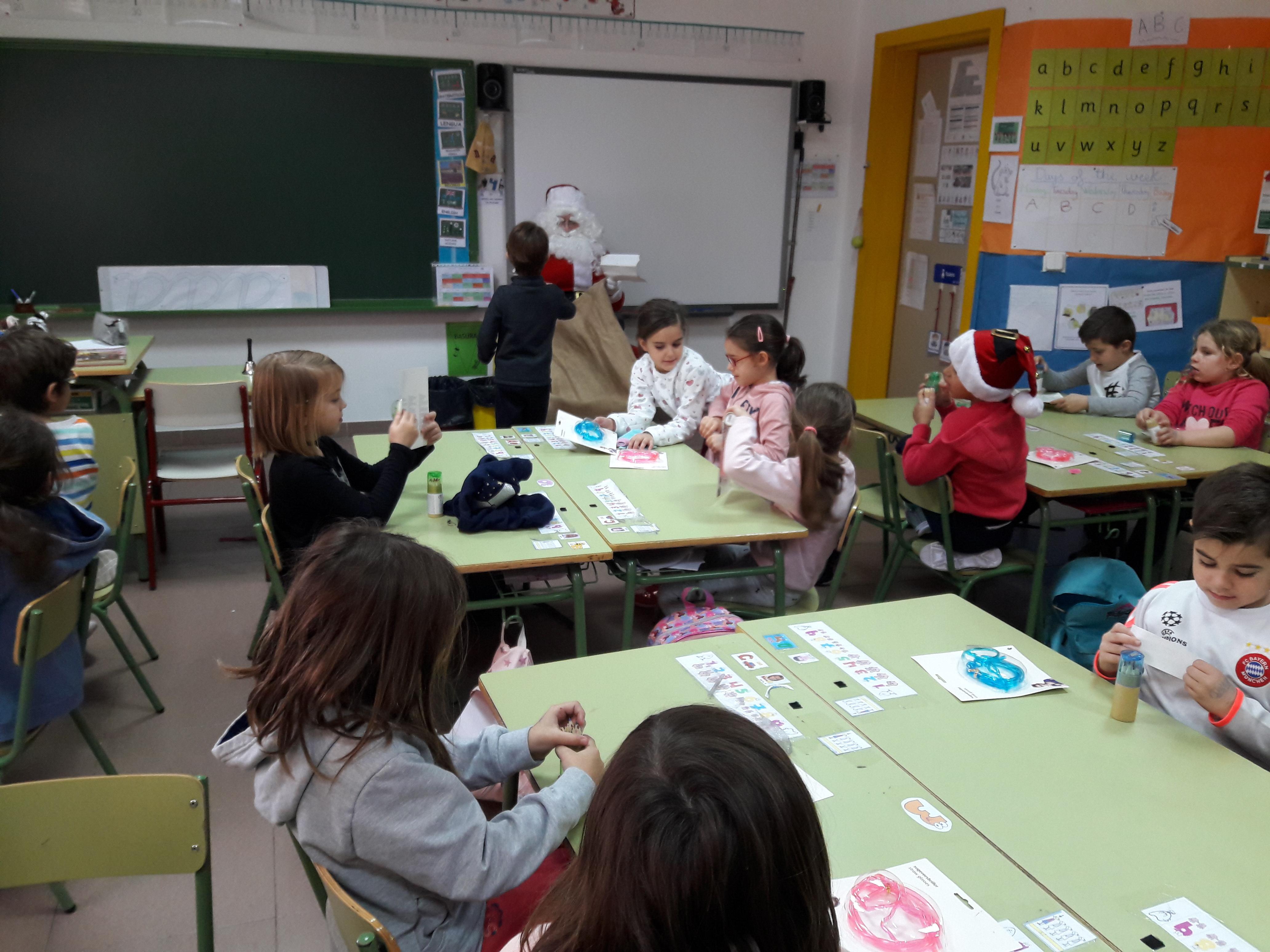 Santa Claus comes to School 17