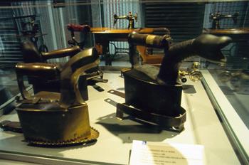 Utensilios domésticos: Planchas con lumbre, Museo del Pueblo de