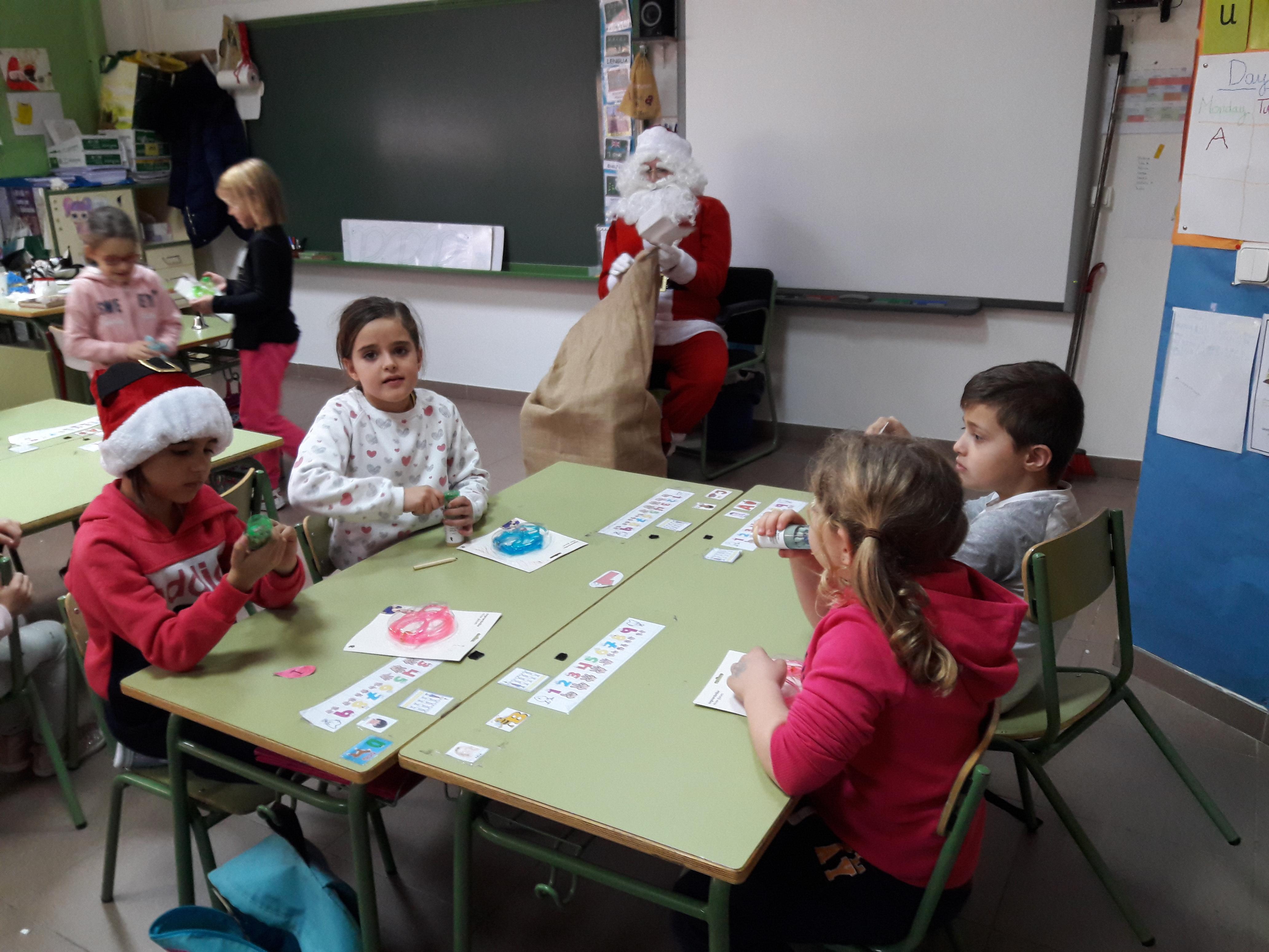 Santa Claus comes to School 10