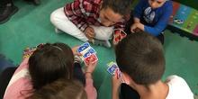 Buddies: 5 años y sexto enseñando a jugar. 2