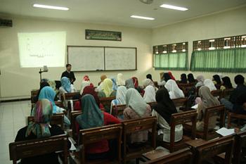 Recibiendo clase, Universidad Islam Indonesia, Jogyakarta, Indon