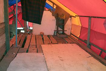 Interior de una tienda, Campamento liengke, Sumatra, Indonesia