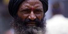 Retrato de hombre con collar, Pushkar, India
