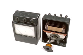Voltímetro analógico, vista interior