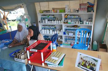 Farmacia, Cruz Roja, Melaboh, Sumatra, Indonesia