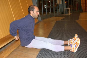 Persona haciendo flexiones