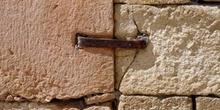 Grapa de sujeción de muro