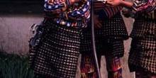 Jóvenes con vestimenta tradicional en Sololá, Guatemala