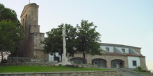 Iglesia de de la Asunción y Cruceiro en Pelayos de la Presa