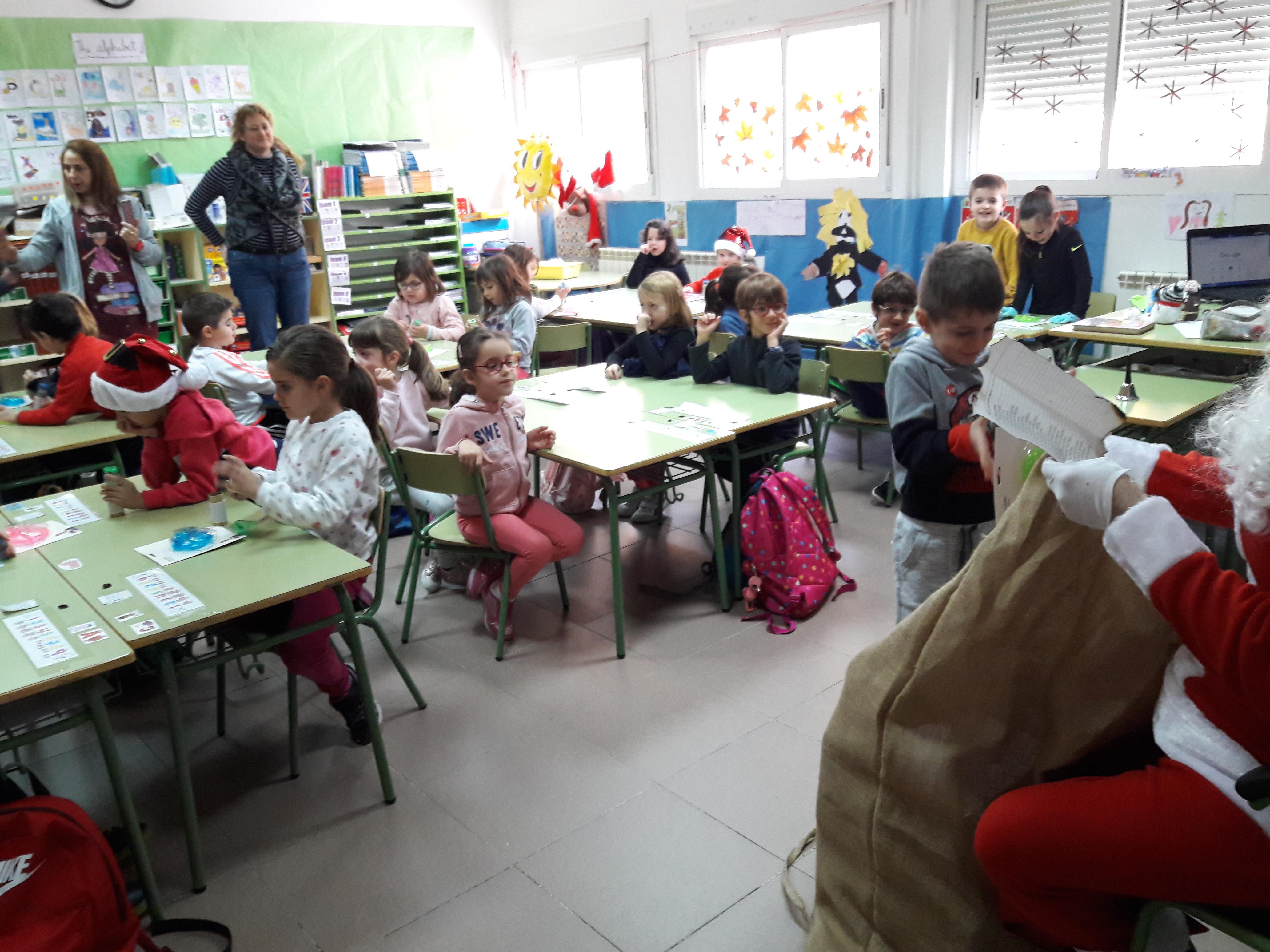 Santa Claus comes to School 3