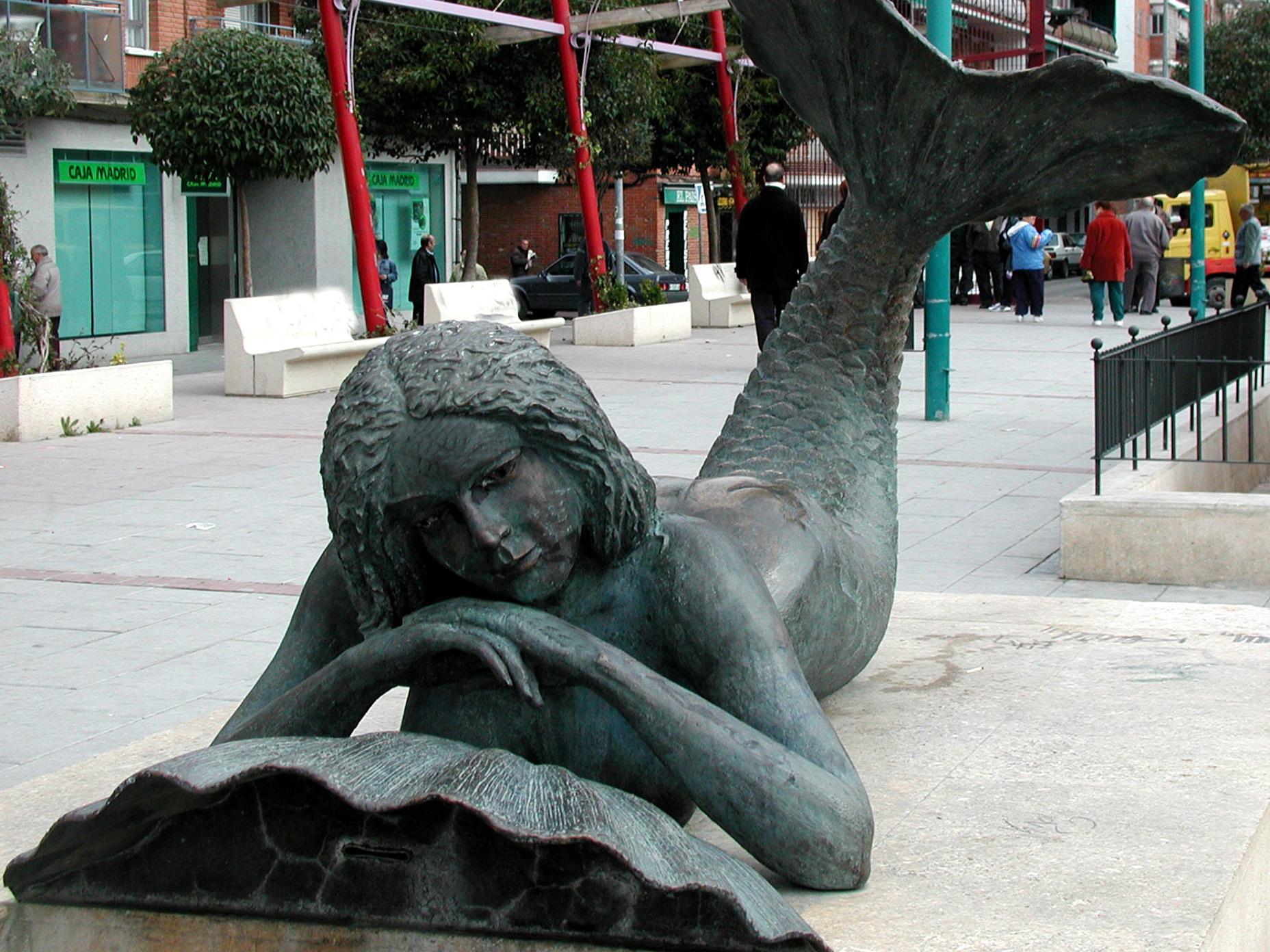Escultura de Sirena en Leganés