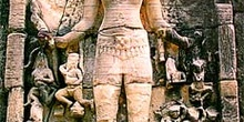 Relieve de cuerpo femenino en Angkor, Camboya