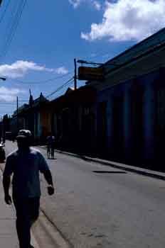 Hombre paseando, Cuba