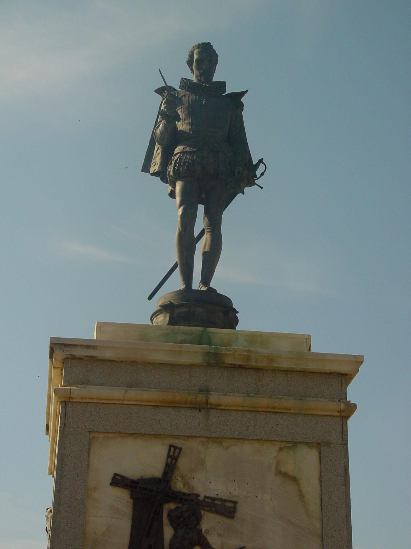 Estatua de Cervantes en Alcalá de henares