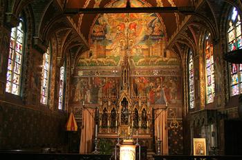 Interior de la Basílica de la Santa Sangre, Brujas, Bélgica