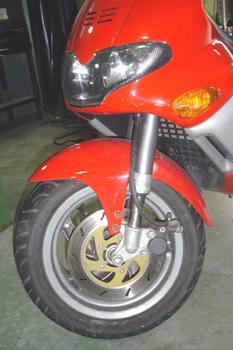 Ciclomotor. Suspensión delantera de horquilla invertida