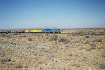 Tren de gasoil en el Kalahari, Namibia