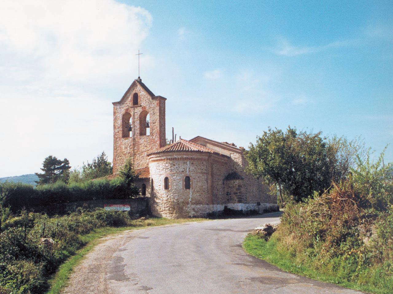 Vista de iglesia en Navarredonda