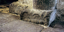 Conjunto de basas decoradas en la iglesia de San Miguel de Lillo