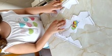 Sofía hace un puzzle