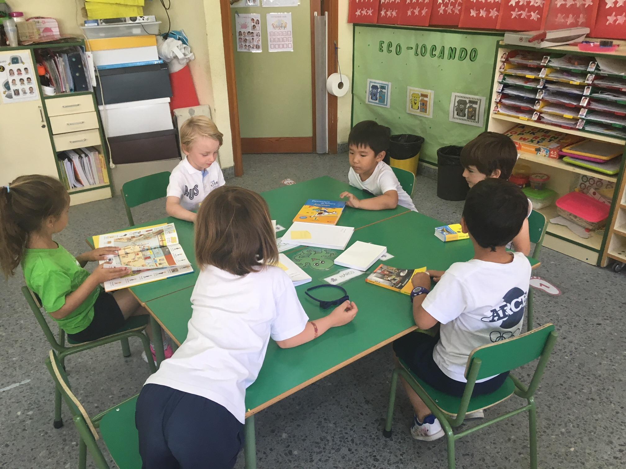 2018_06_25_Los pulpos disfrutan de un taller de libros 13