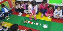 Las abejas de Infantil 5c aprenden a sumar jugando  8