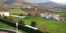Vista de prados y montañas a las afueras de Olot, Garrotxa, Gero