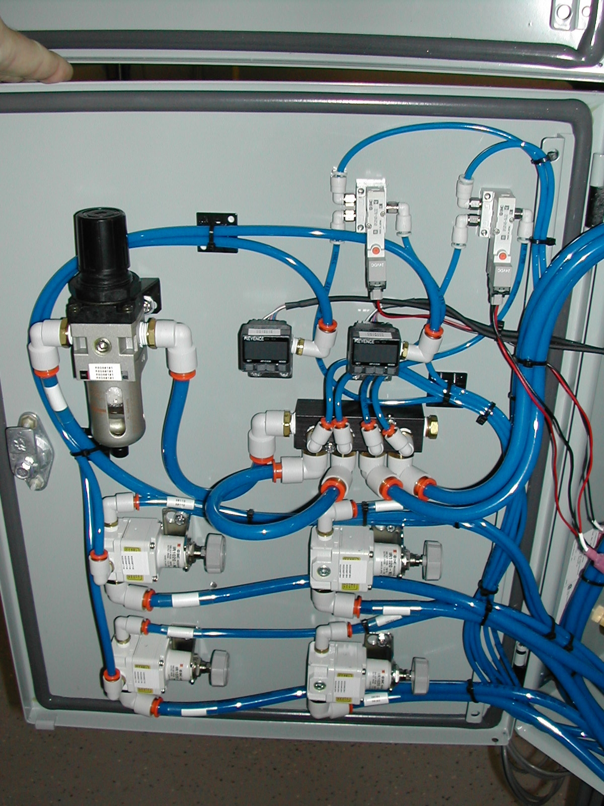 Example of pneumatic and hydraulic systems