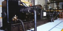 Vista frontal de la máquina de vapor de doble expansión (1890),