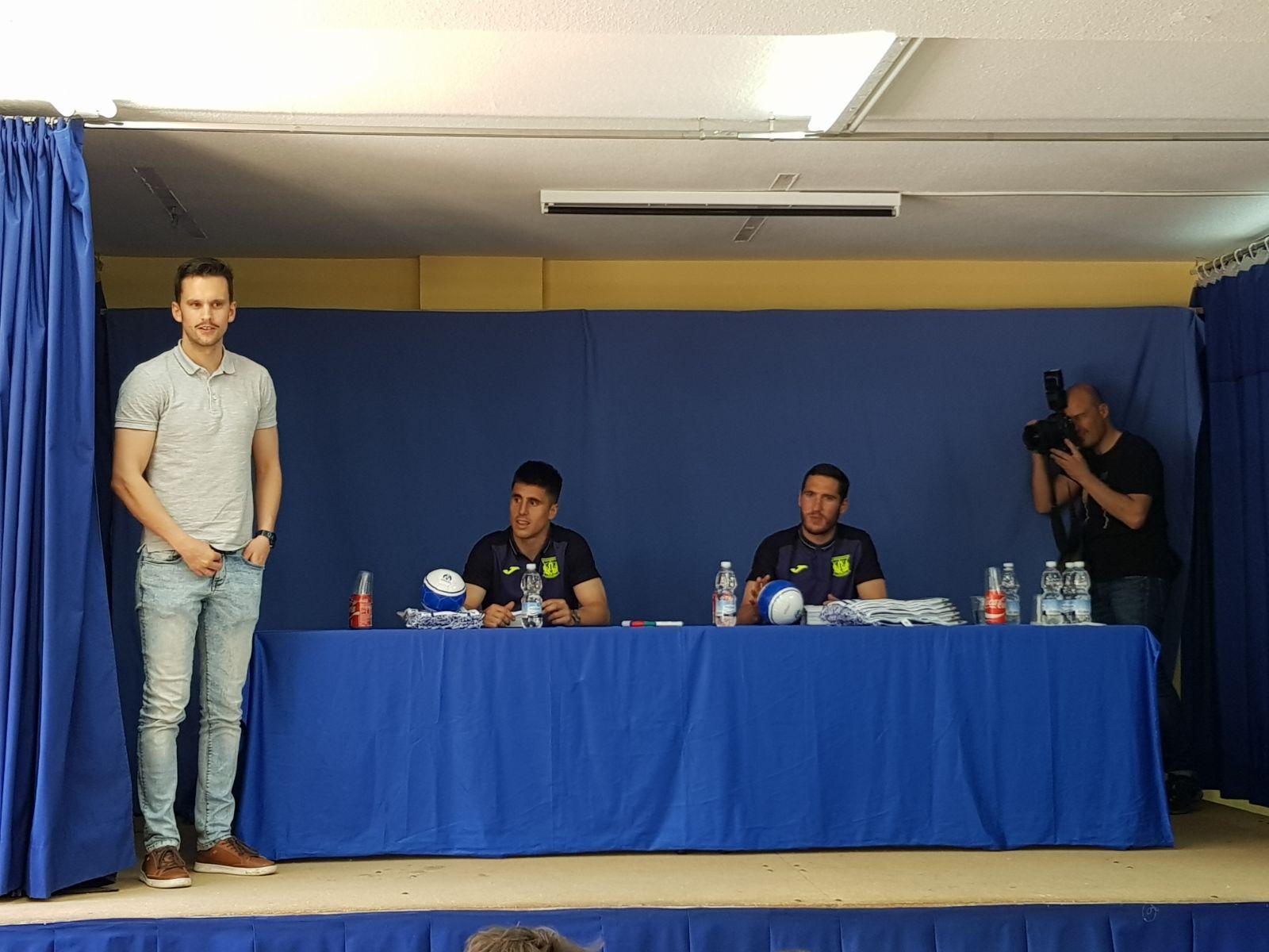 Los jugadores del C.F. Leganés visitan el cole