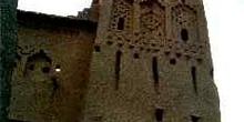 Torre de adobe con desagües, Marruecos