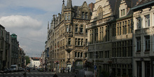 Belfortstraat con el edificio de la Policía, Gante, Bélgica