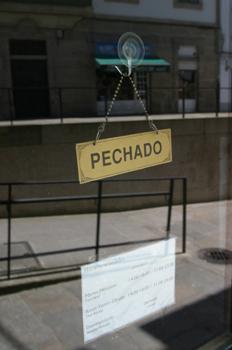 Cartel que indica cerrado, Santiago de Compostela, La Coruña, Ga