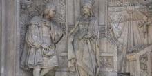 Frente del pedestal del monumento a Colón en Madrid, de Arturo M