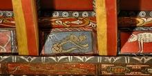 Detalle de pintura en alfarje. Pájaro-reptil, Huesca