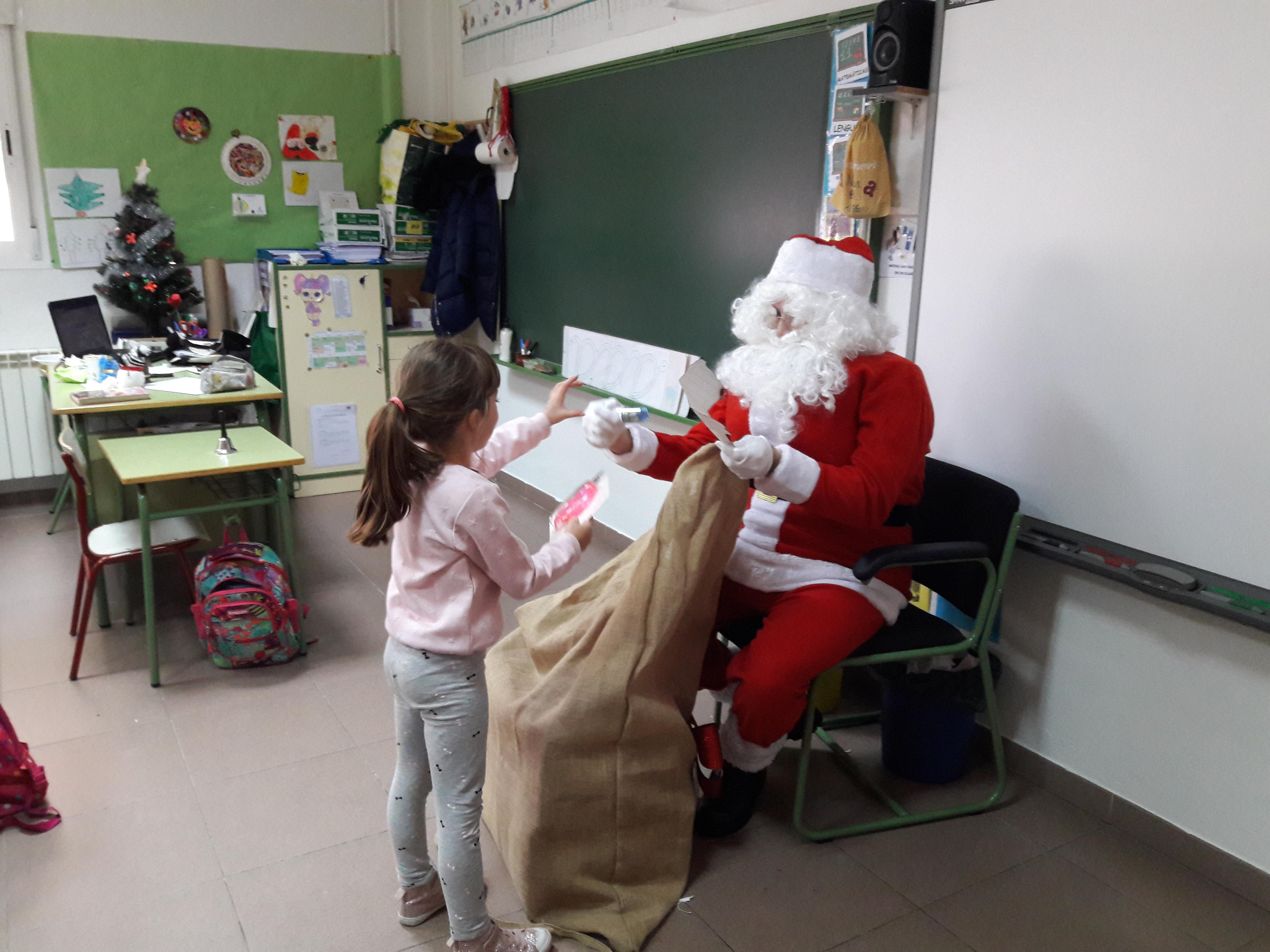 Santa Claus comes to School 16